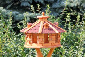Luxusvogelhaus mit acht ecken.