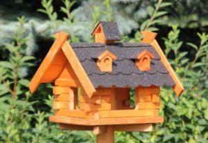 Kleines Vogelhaus, Vogelhäuschen aus Holz