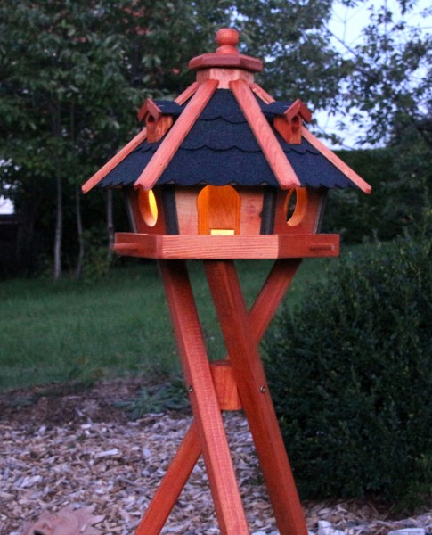 Sechseckiges Vogelhaus mit Solarbeleuchtung, Standfuss Typ 24