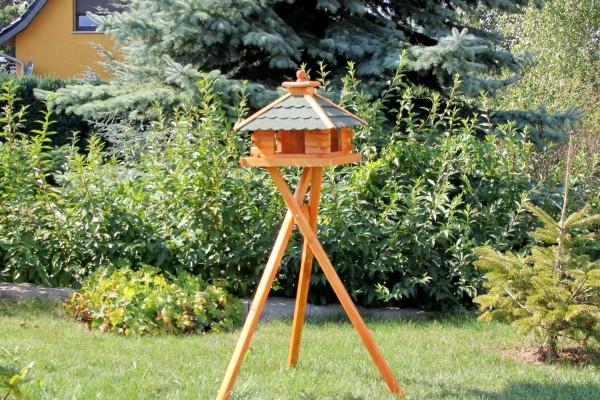Viereckiges Vogelhaus mit Ständer und Solar Typ 9